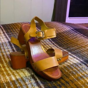 Lucky brand platform heel leather sandal